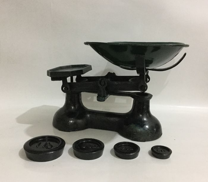 Cast iron scales with metal scale and weights - Cast iron