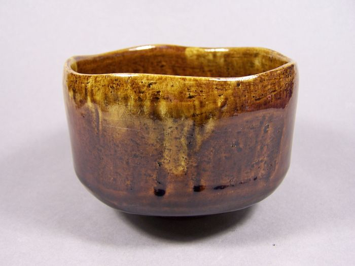 Tea bowl (raku) - Earthenware - A signed 'raku-yaki' 'ame-yu' glazed summer tea bowl for the green tea ceremony - Japan - ca 1965