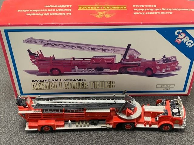 Corgi - 1:50 -  American La France Fire Truck  60' - No. 97320