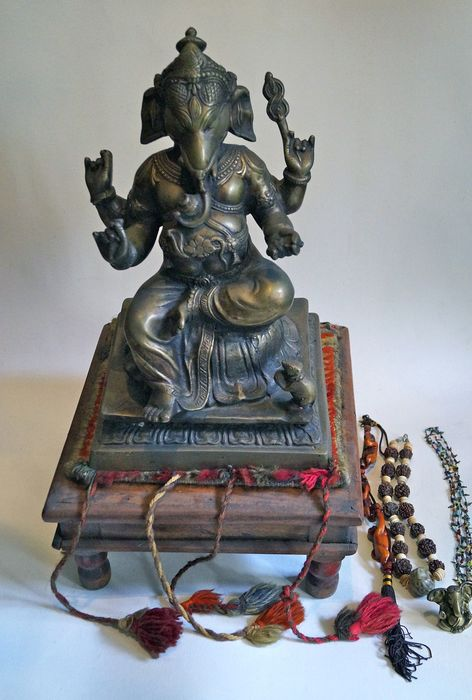 Ganesha on a stool - bronze alloy - India - Second half 20th century