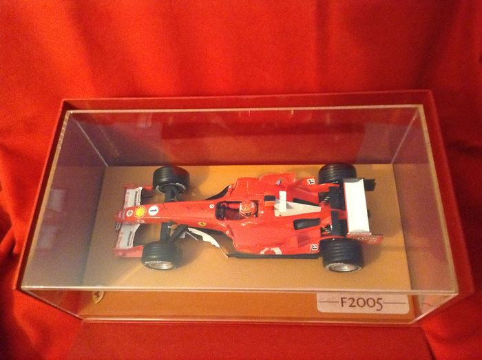 Special Hotwheels only for Ferrari - Promo Press item - 1:18 - Ferrari F1 2005 - Schedoni Leather base - only given to VIP Journalist