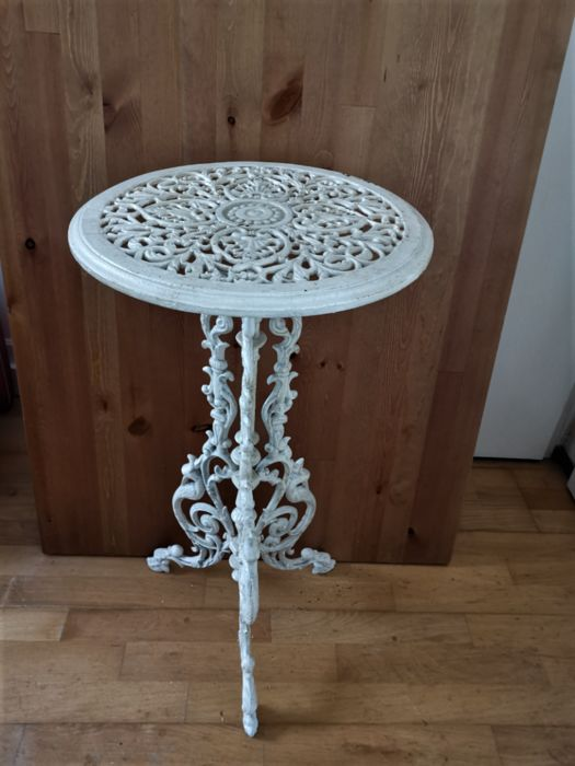 White cast iron plant table / side table (1) - Iron (cast/wrought)