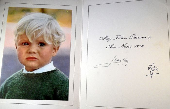 Signed greeting card of the royal family of Spain - Paper with original photo of FILIPE - 1970