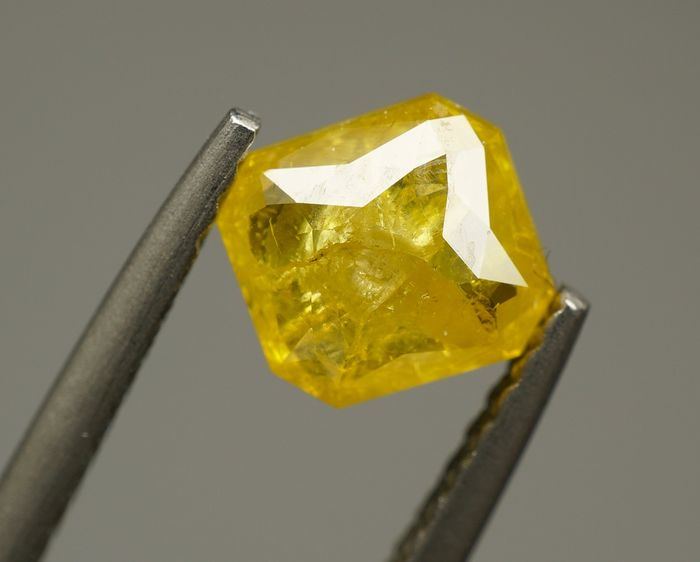 1 pcs Diamond - 0.87 ct - Radiant. Variation  - fancy intens orangy yellow - I3 - No Reserve