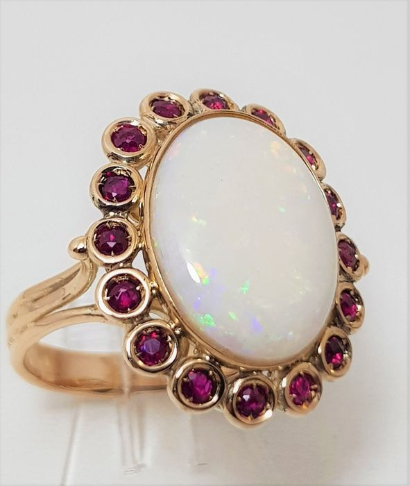 Adomar - 14 kt. Yellow gold - Ring - 4.15 ct Opal - Rubys