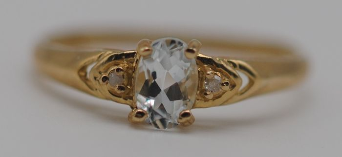 Aquamarine (0.40ct) & Diamond - 9K Yellow gold - Ring