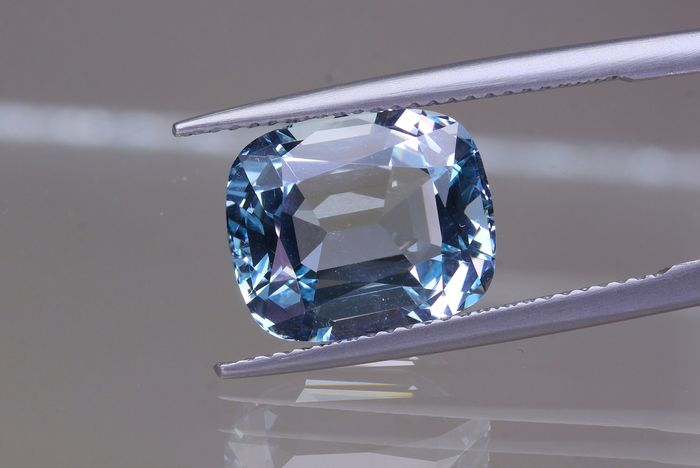 Blue Aquamarine - 6.31 ct