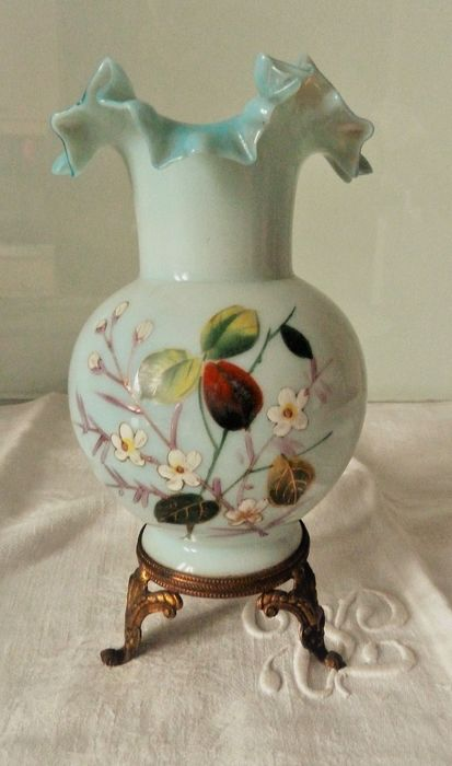 very nice vase opaline Napoleon III floral decoration hand painted (1) - opaline and metal