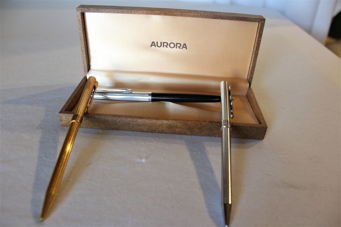 Aurora - ballpoint pens Aurora, model Marco Polo version in gilded metal, silvered metal, glossy resin e - Collection of 3