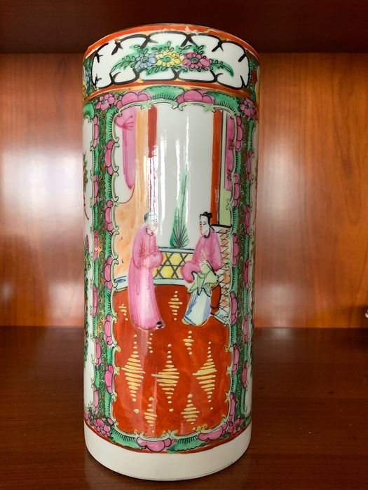 Cantonese vase marked - Canton - Porcelain - China - Second half 20th century