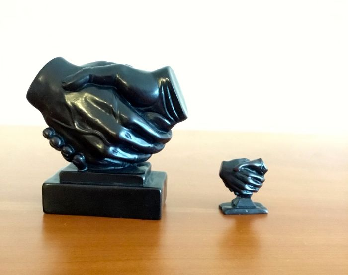 """Two figurines on a base - """"The Handshake"""" - Polystone"""