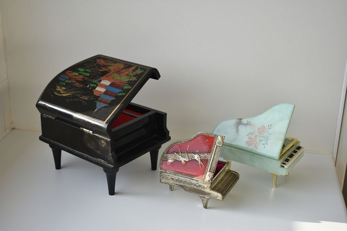 jewelry boxes model grand piano of which one Lady Mate music box (3) - lacquer wood, mirror glass, velvet fabric, plastic, metal, stone, plastic