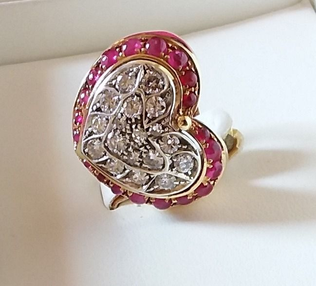 18 carati Oro giallo - Ring in the shape of a heart - 1.06 ct Diamante - cabochon rubies, 1.03 ct