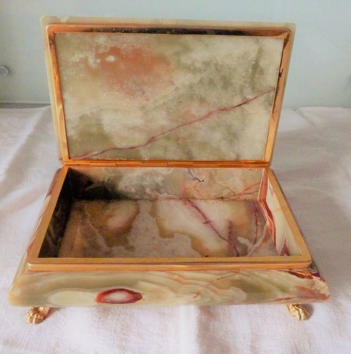 superb precious box of large size in onyx (1) - onyx and metal