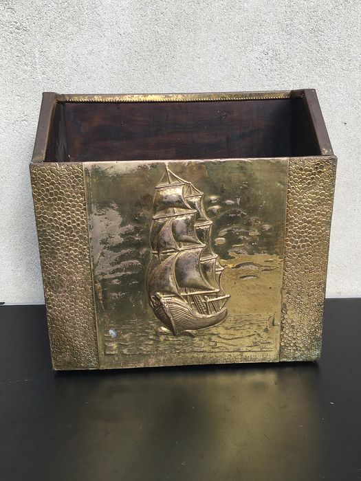 magazine rack decorated with laton-copper representation (1) - Historicism - wood and copper