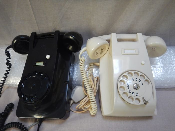 Ericsson type 51 / PTT Standard type 1954 - Two hanging telephones ivory / black, 1950/60 - Bakelite, Urea Formaldehyde/Early Plastic