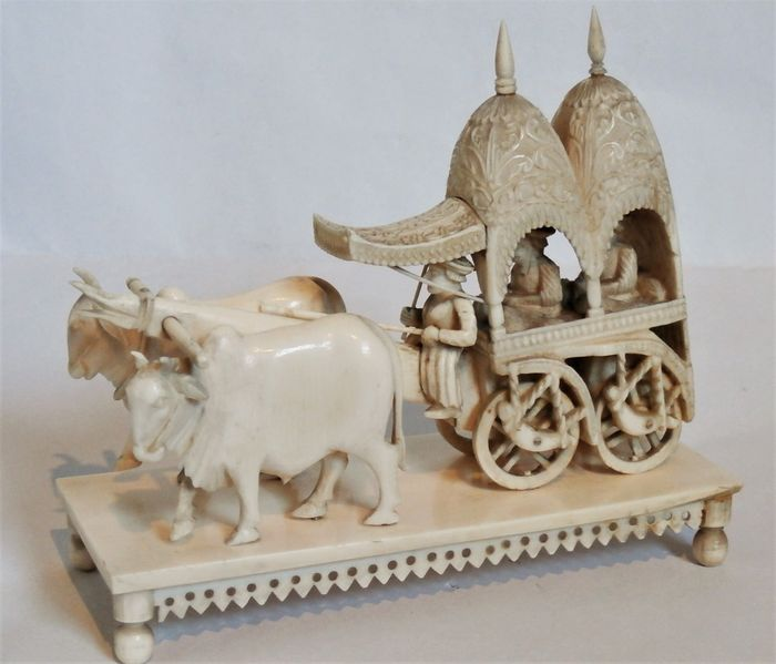 Sculpture - Elephant ivory - a superb carving of an oxendrawn cart - India - 19th century