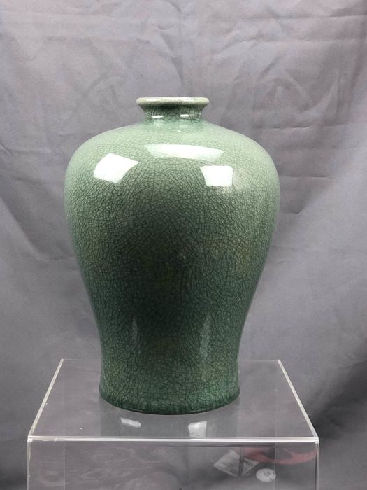 Green - blue monochrome vase with cracked  - Celadon - Porcelain - China - Late 20th century