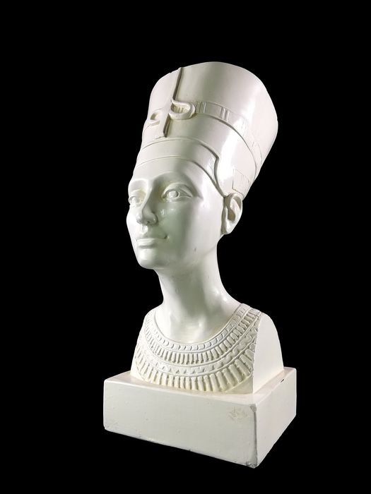 Large vintage Bust from Nefertiti - Earthenware
