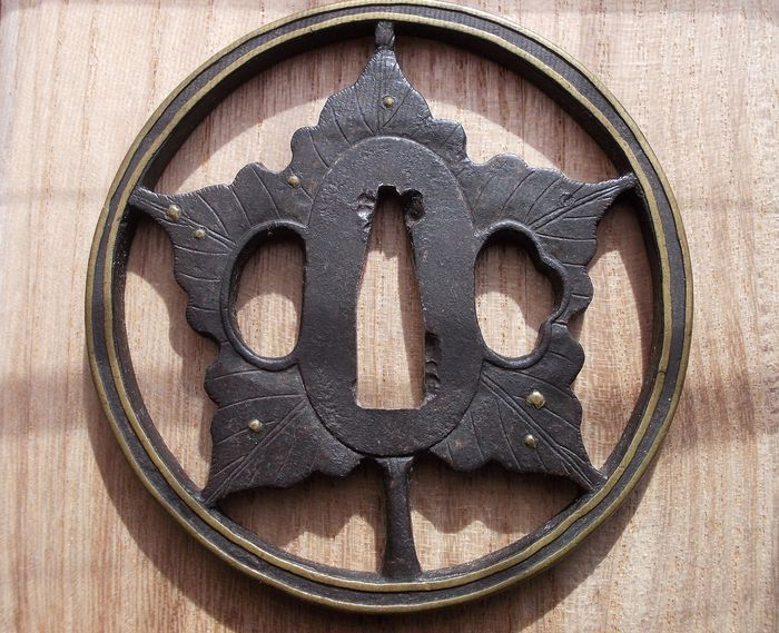 """""""HEIANJYO"""" Leaf sukashi Tsuba (1) - Floral - Steel, alloy - floral - with NBTHK report - Japan - 18th century"""