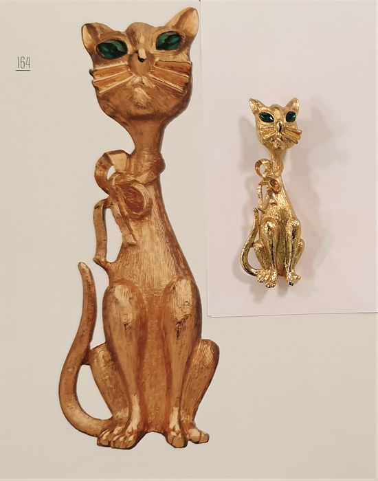 MONET 18kt gold plated - Menagerie collection Kitty Brooch - BOOK PIECE - New York 1966