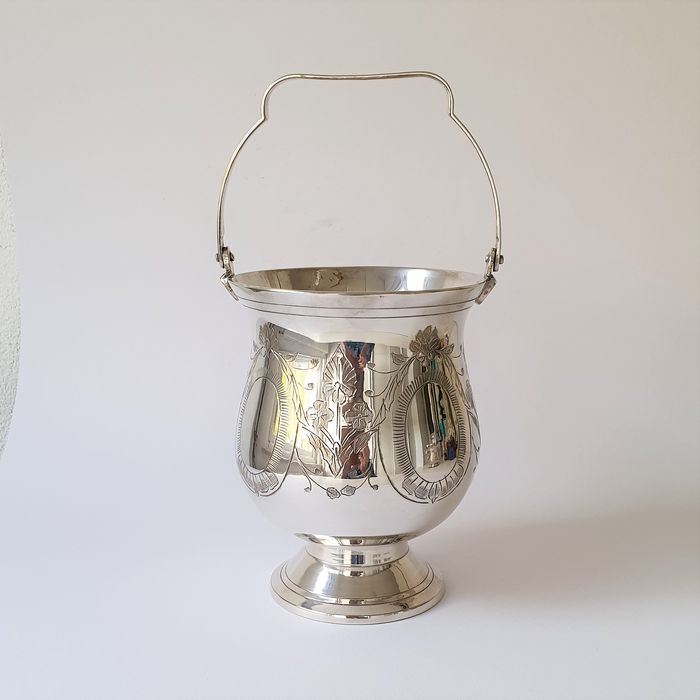 Beautifully crafted silver-plated ice bucket - Silver plated
