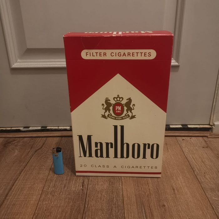 Large pack of cigarettes from Marlboro Reclame - Cardboard