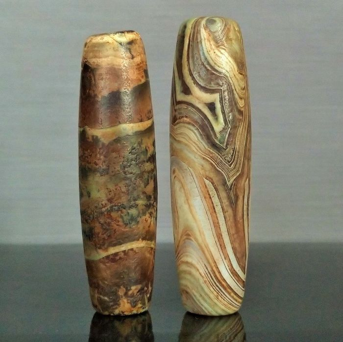 "Agate - Large Natural Tibetan Agate Bead with ""Waves and Ribbed"" Rubbed Decor - Chung Dzi - 70×20×20 mm - 47 g - (2)"