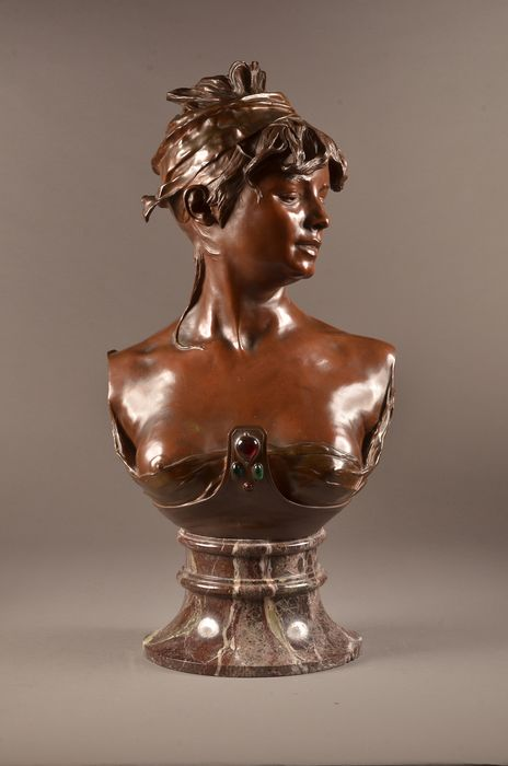 "Renzo Colombo (1856-1885)  - Sculpture, Large and beautifully executed bust of a young woman ""Bohemienne Orientale""-72 cm - Bronze (patinated) - Second half 19th century"