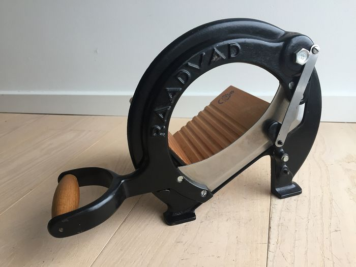 Raadvad - classic vintage bread slicer, black, in excellent condition