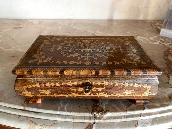 Musical jewellery Box - Sorrentine wood inlay - First half 20th century
