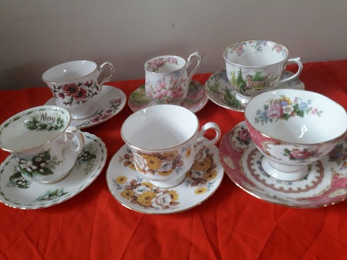 English cups with saucers (6) - Baroque - porcelain