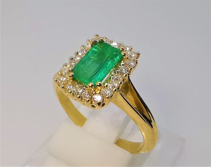 18 kt. Yellow gold - Ring - 1.64 ct Emerald - Diamonds