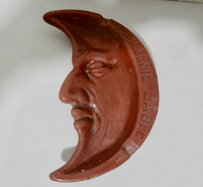 advertising ashtray pierrot the moon - Emaillee cast iron