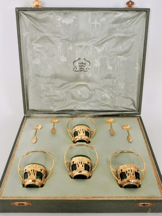 Art Nouveau vermeil table set, 4x salt containers with spoons in original case - ca. 1910 - .800 silver, Gold plated - Germany - Approx. 1910