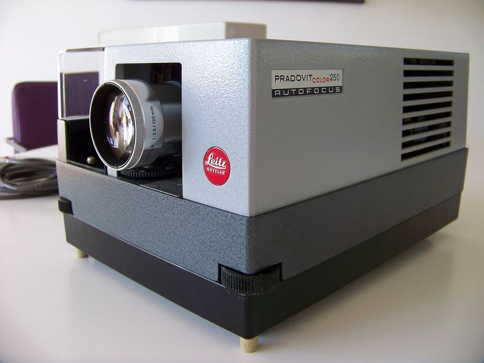 Leica Pradovit Color 250 Diaprojector
