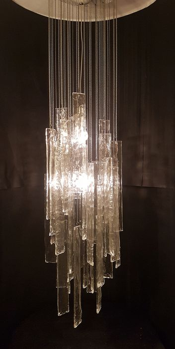 Ceiling chandelier with glass pendants