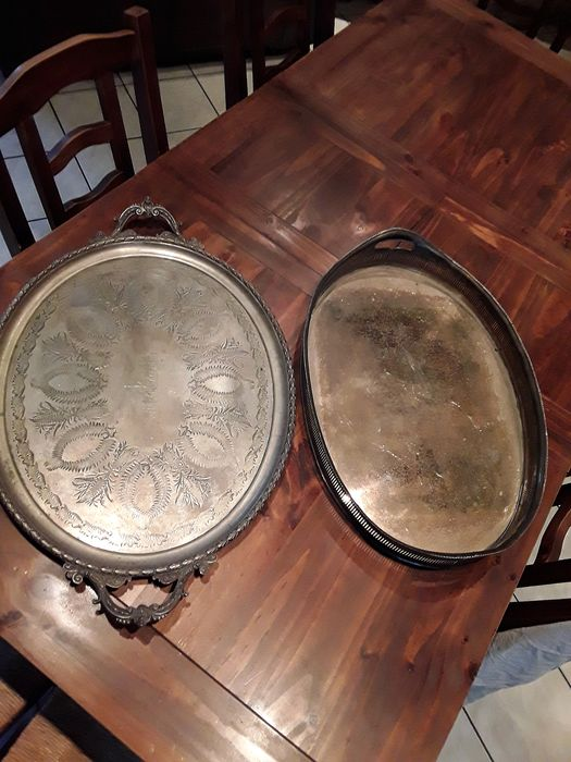 pair of chiseled trays by hand (2) - Silverplate