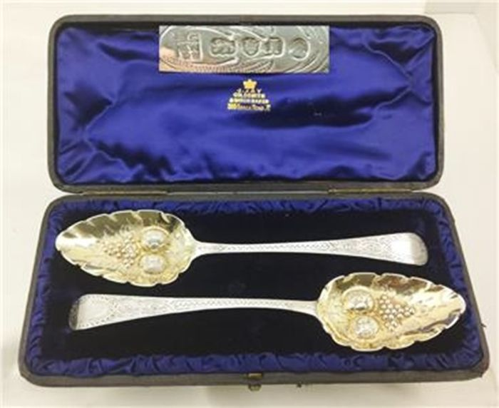 Set of George III fruit spoons in box (2) - .925 silver - Samuel Godbehere, Edward Wigan, James Bolt - England - 1804