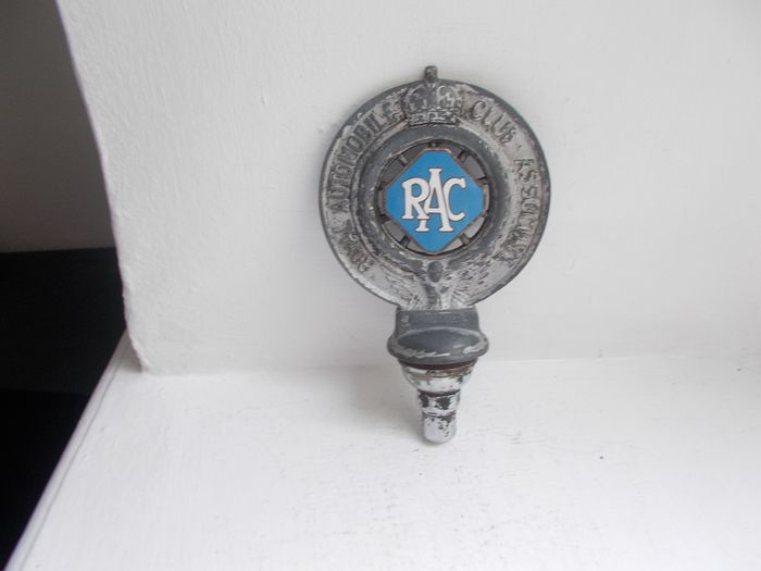 Insignia - Vintage RAC car badge  alloy Mazac and enamel centre with fixings bolts  - 1937-1938