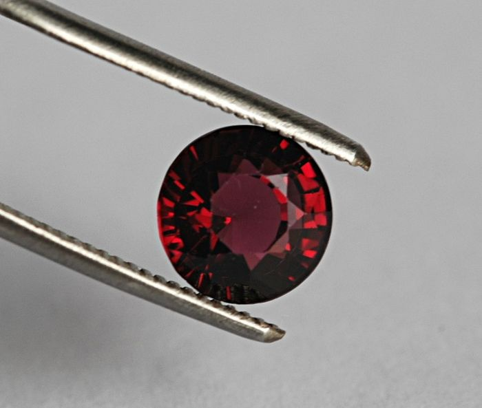Red Spinel - 2.74 ct