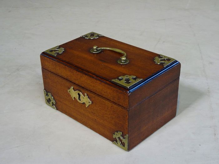 A George III tea box with brass frames - Brass, Mahogany, Paper - 1770