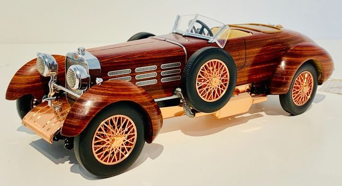 Franklin Mint - Extremely RARE Hispano-Suiza Tulipwood-model - With Complete wooden-body - Made out of more than 200 different components, In its original Packaging with papers!