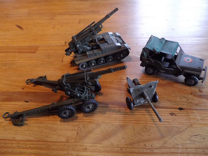 Dinky Toys et France Jouets - Jouet - 80 E /813 /3997. - Military vehicle Canon obusier de 155 /Canon automoteur de 155 /Jeep /Canon anti chars. - 1960-1969 - France