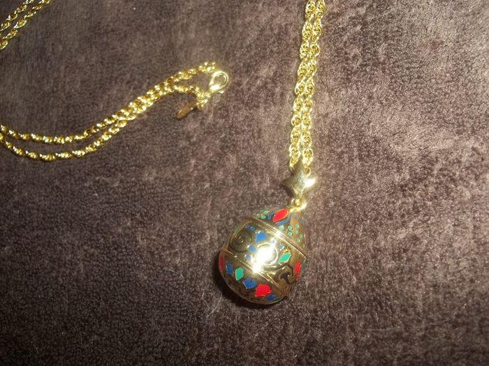Joan Rivers© - Classics Collection Fabergé Egg Pendant and necklace - Vintage - 24 Carat gold-plated with blue, red and green enamel - Very good condition.