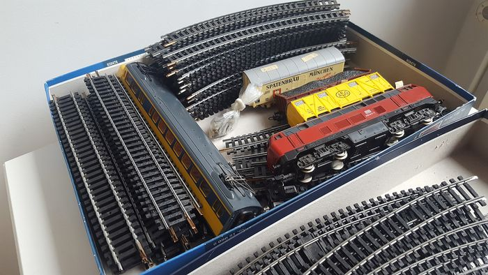 Jouef, Lima H0 - Train set - Diesel locomotive BR216, many rails, 4 wagons + transformer - DB, NS