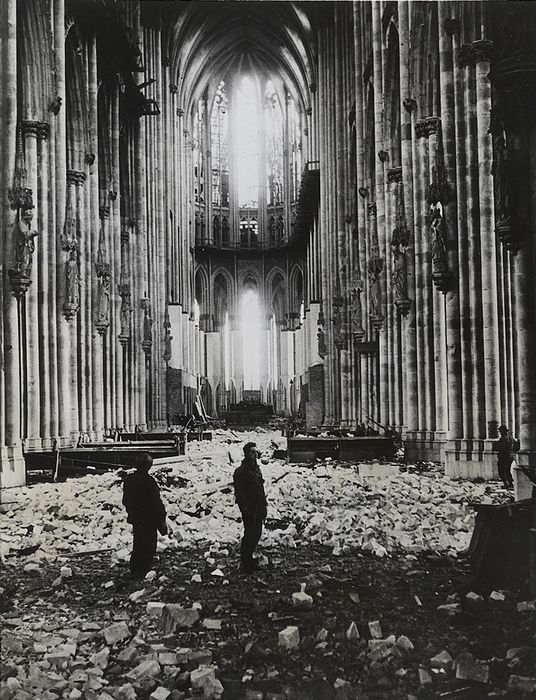 George Silk (1916-2004) / Associated Press / LIFE - U.S. Soldiers Examine Cologne Cathedral, 1945