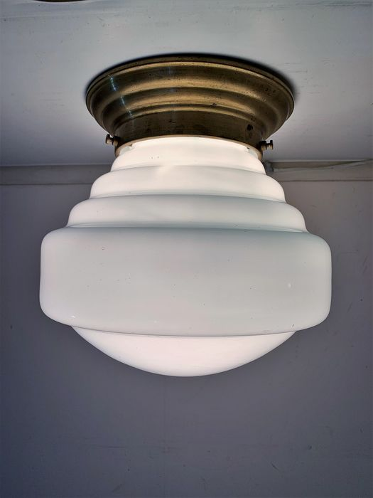 Beautifully shaped white 32 cm Trapeze ceiling lamp