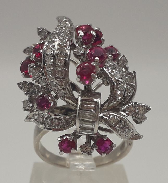 Diamond (0.76ct) & Natural Ruby (1.50ct) - 14 kt. White gold - Ring