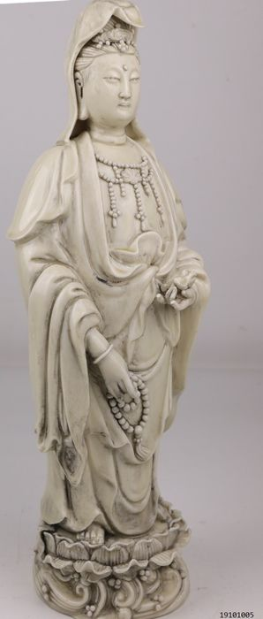 special image Quan Yin with lucky frog and mala - Porcelain - China - Late 20th / 21st Century